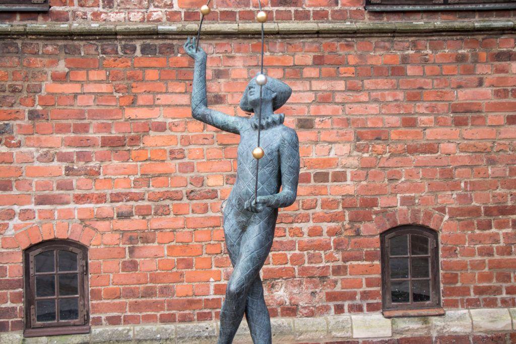 Rzeźba na dziedzińcu zamkowym