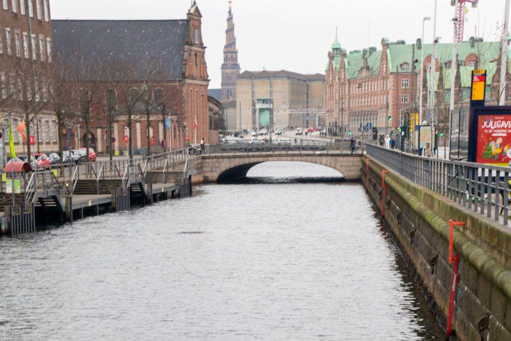 Kopenhaga przed świętami. Jeden z kanałów