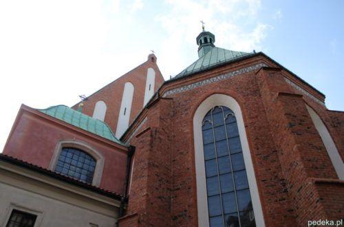 Widok z tyłu katedry