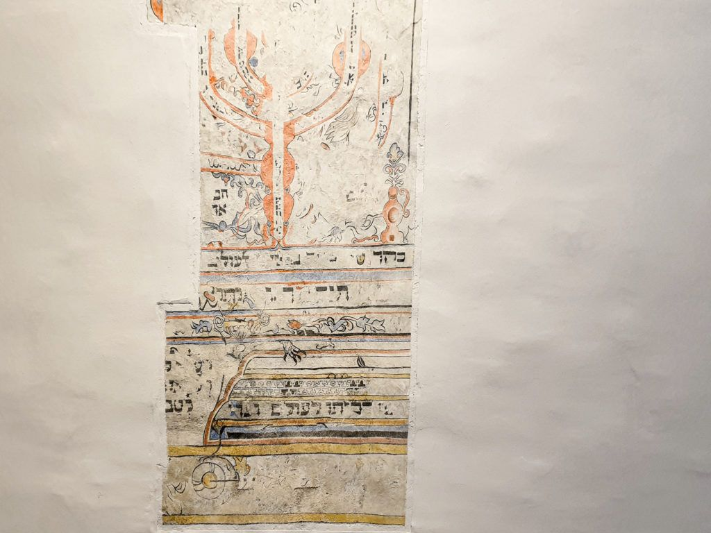 Szydłów. Fragment fresku w synagodze