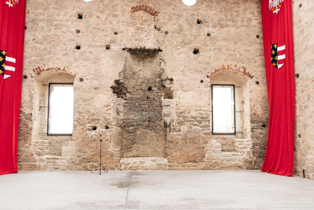 Wewnątrz zamku