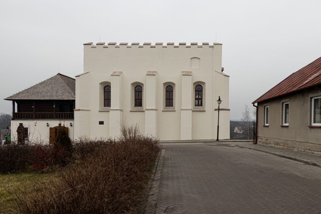 Szydłów. Synagoga z zewnątrz