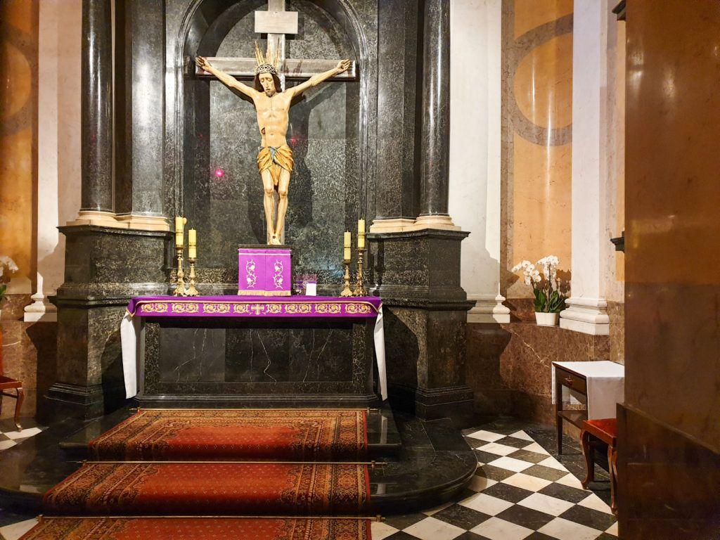 Katedra św. Jana w Warszawie. Figura Cudownego Pana Jezusa