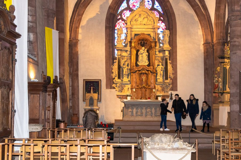 Ołtarz główny w kościele w Vianden