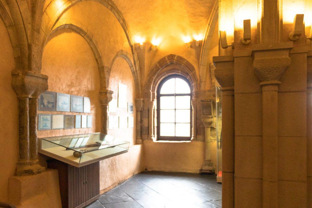 Sala z wykopaliskami archeologicznymi