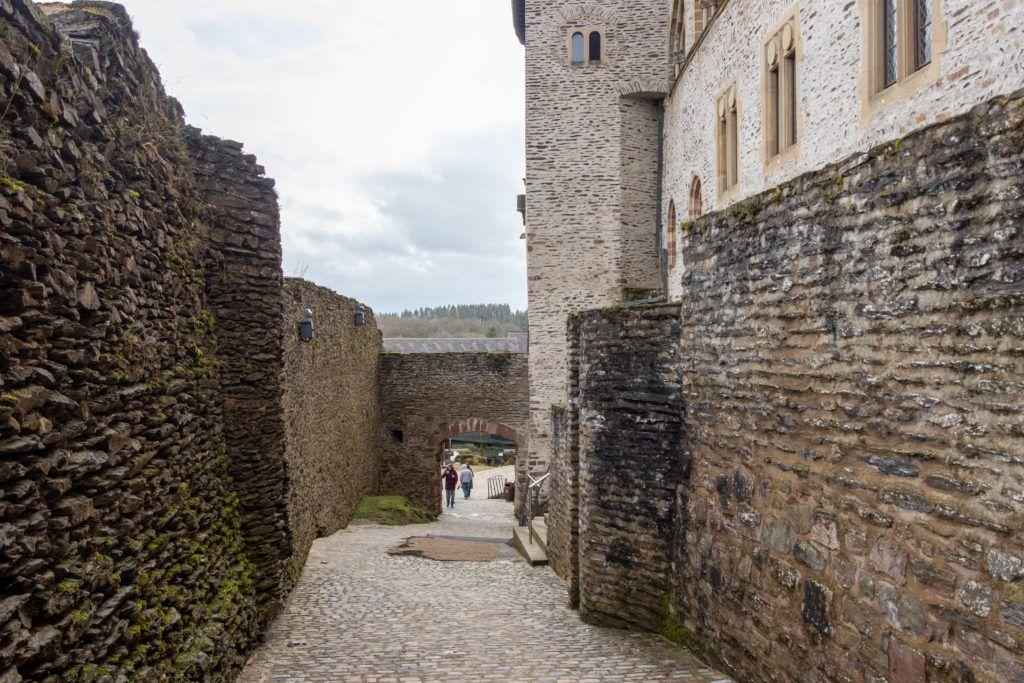 Zamek Vianden. Wewnątrz murów