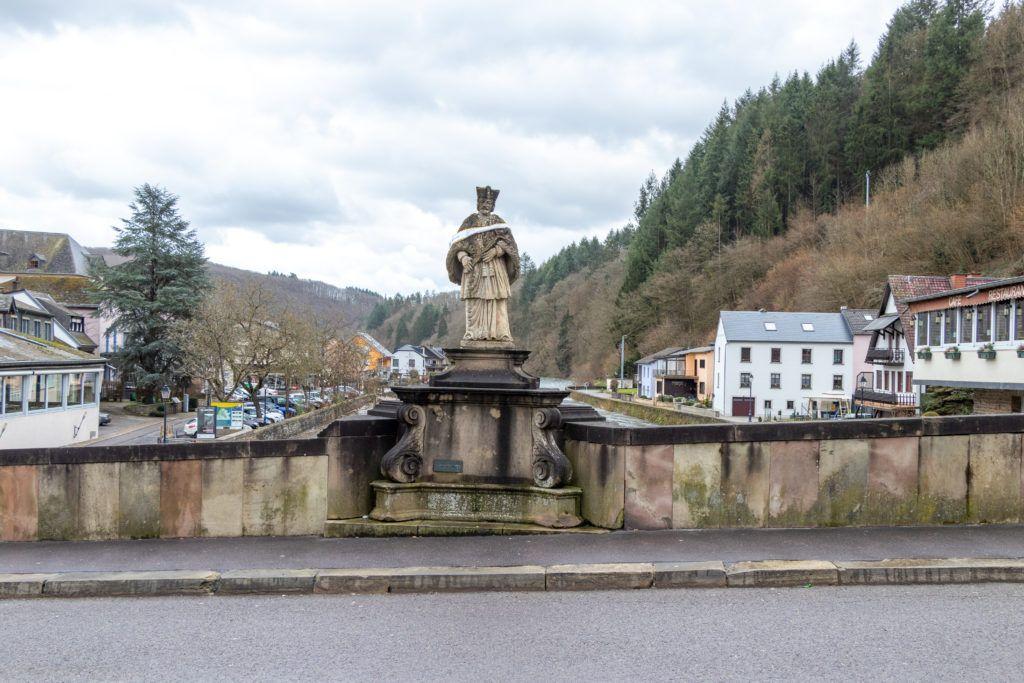 Rzeźba na moście