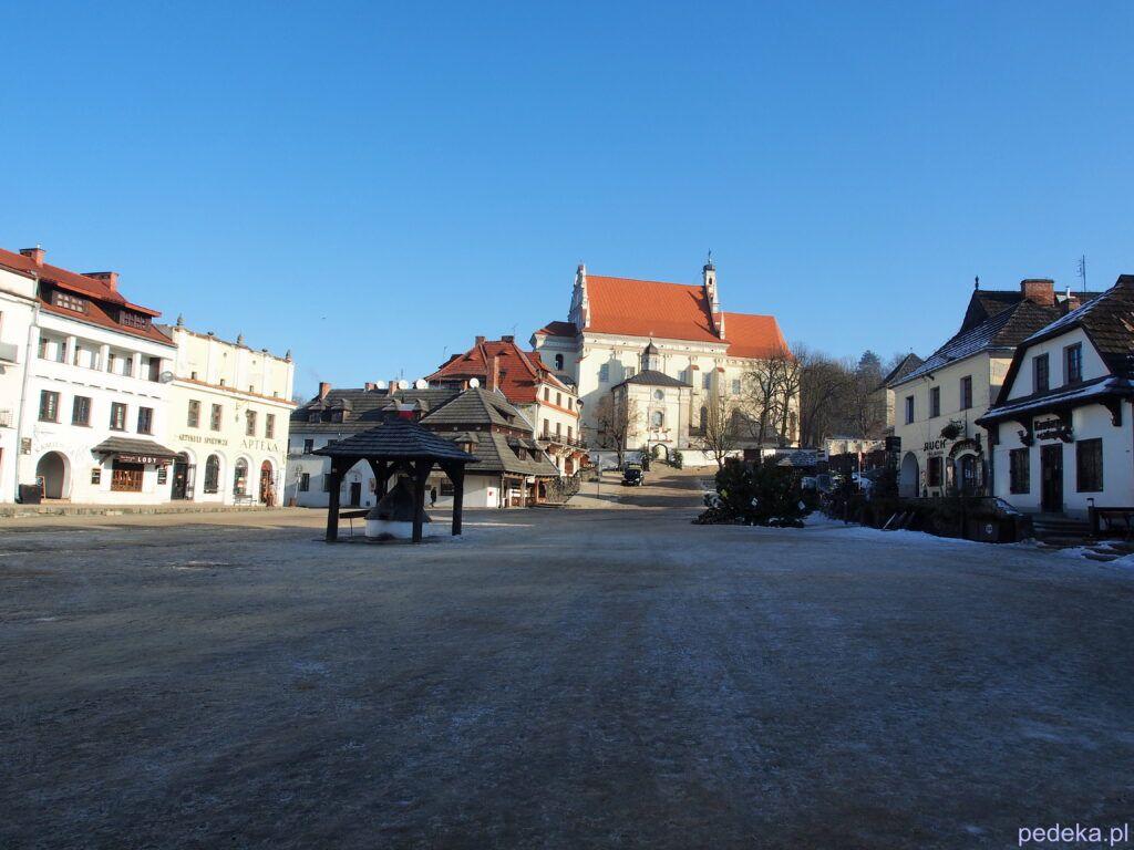 Jeden dzień w Kazimierzu Dolnym. Rynek zimą