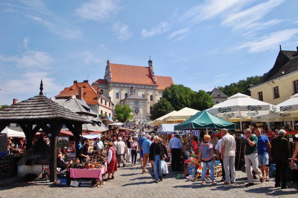 Jeden dzień w Kazimierzu Dolnym, Rynek latem