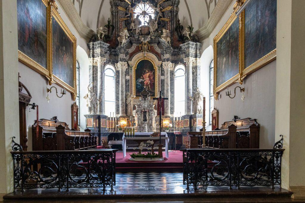 Ołtarz główny w katedrze