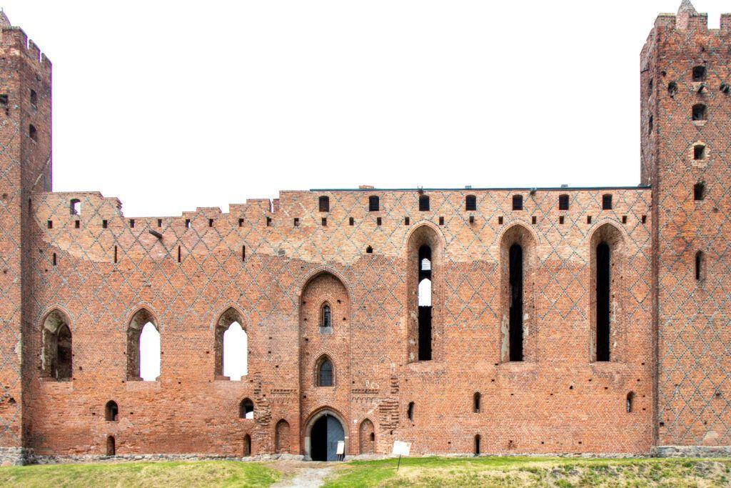 Wejście do zamku i dwie wieże