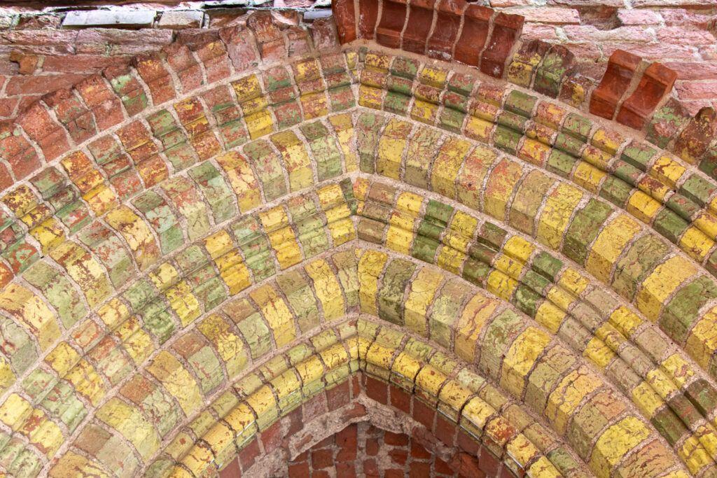 Ruiny zamku krzyżackiego w Radzyniu Chełmińskim - kolorowy portal