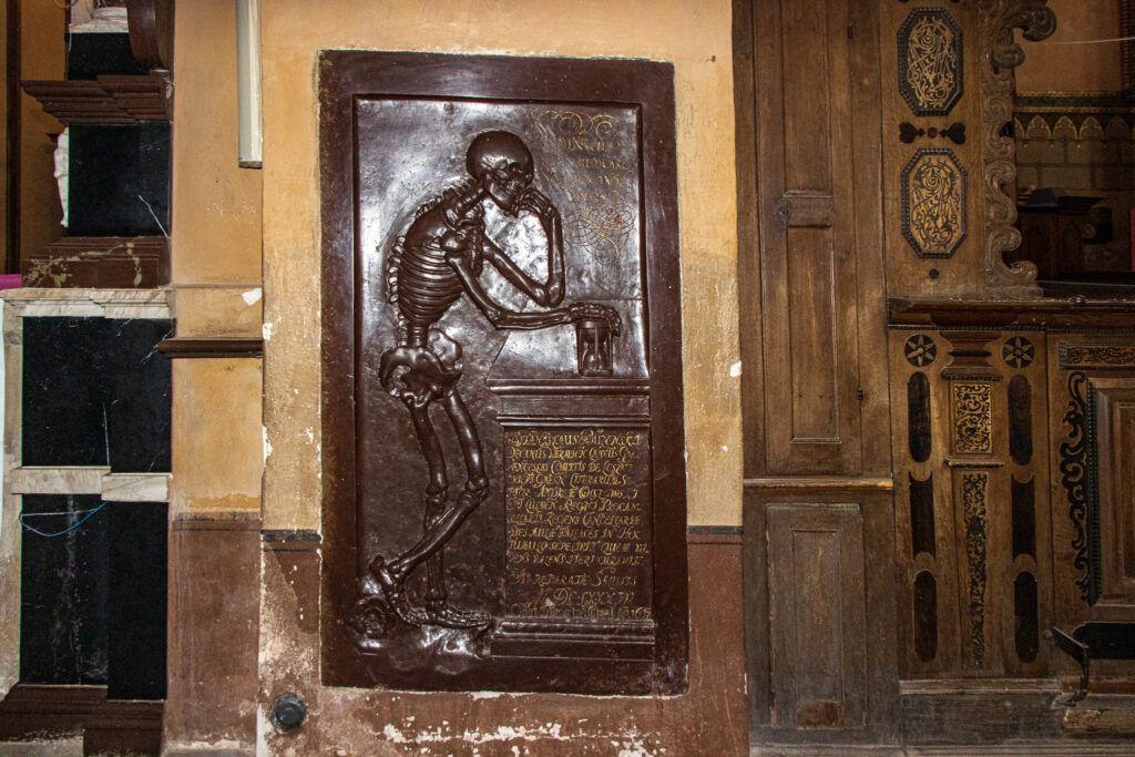 Tablica w katedrze