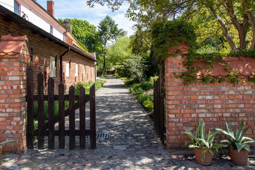 Frombork. Ogród przy szpitalu św. Ducha