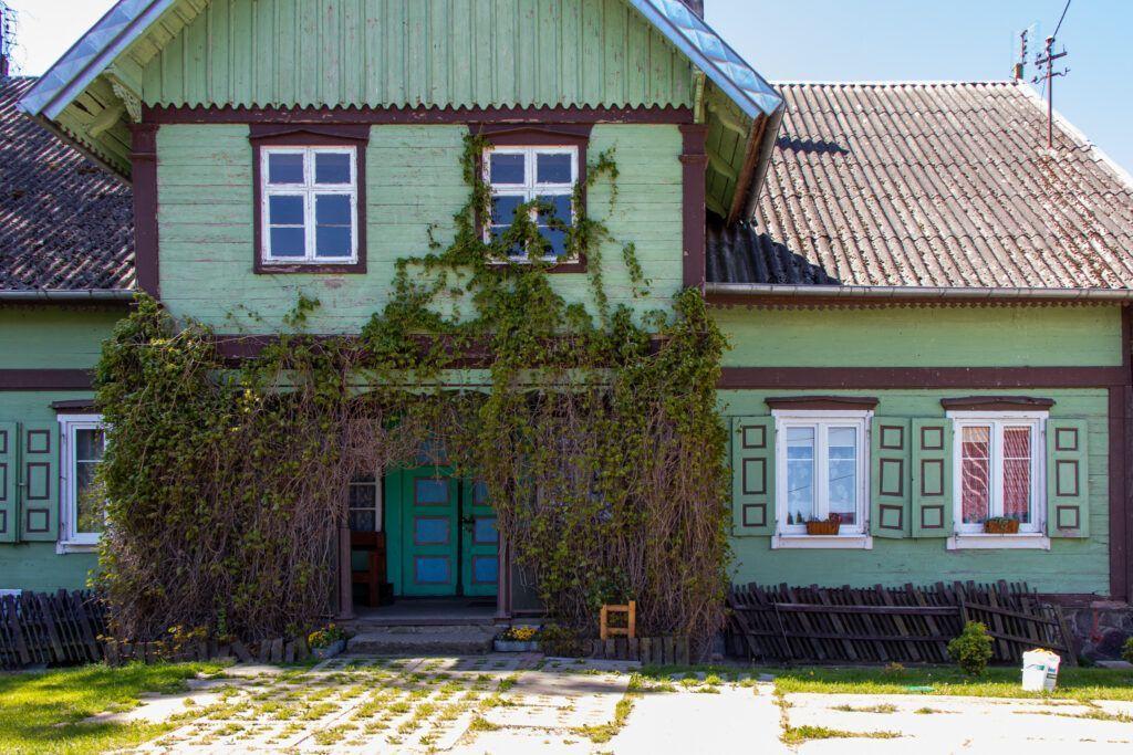 Dom koło jeziora