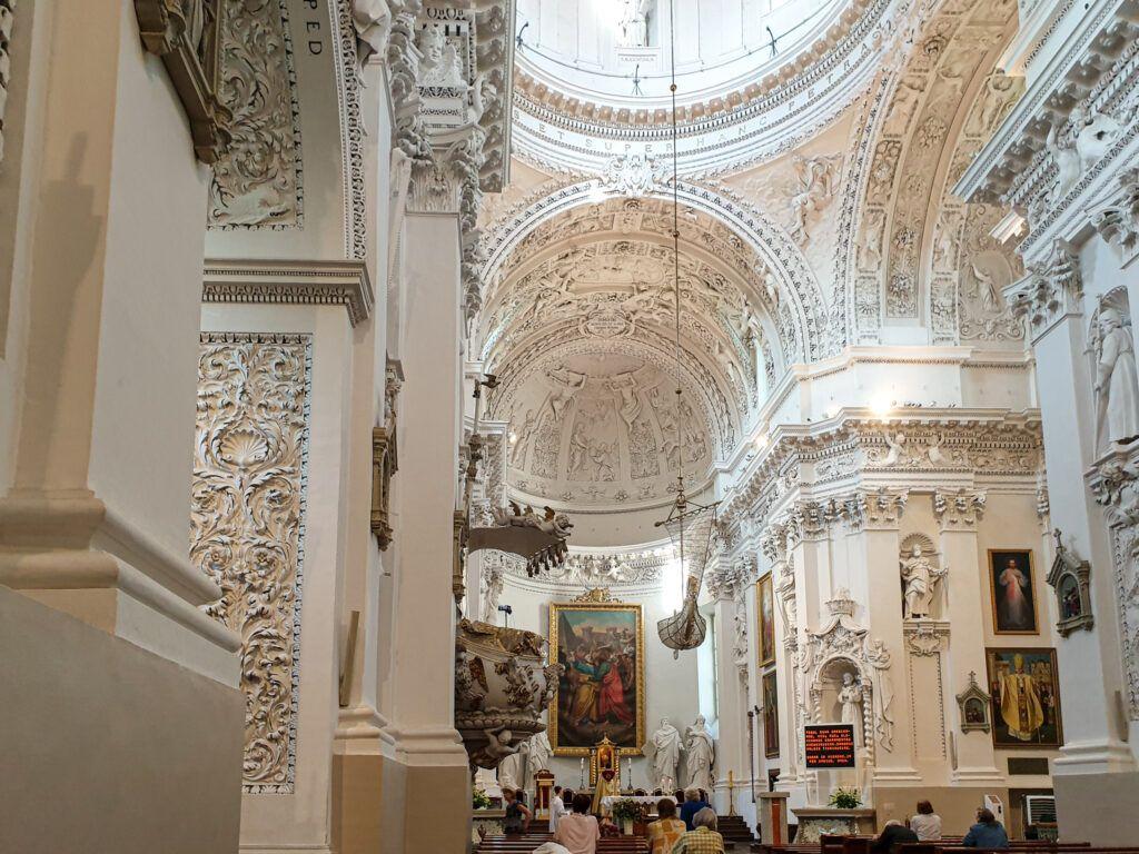 Wileńskie kościoły. Wnętrze kościoła św. Piotra i św. Pawła