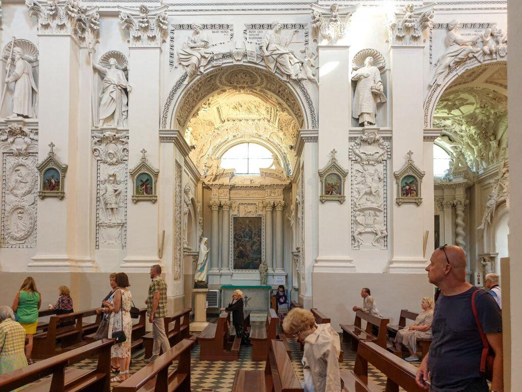 Wileńskie kościoły. Rzeźby w kościele św. Piotra i św. Pawła