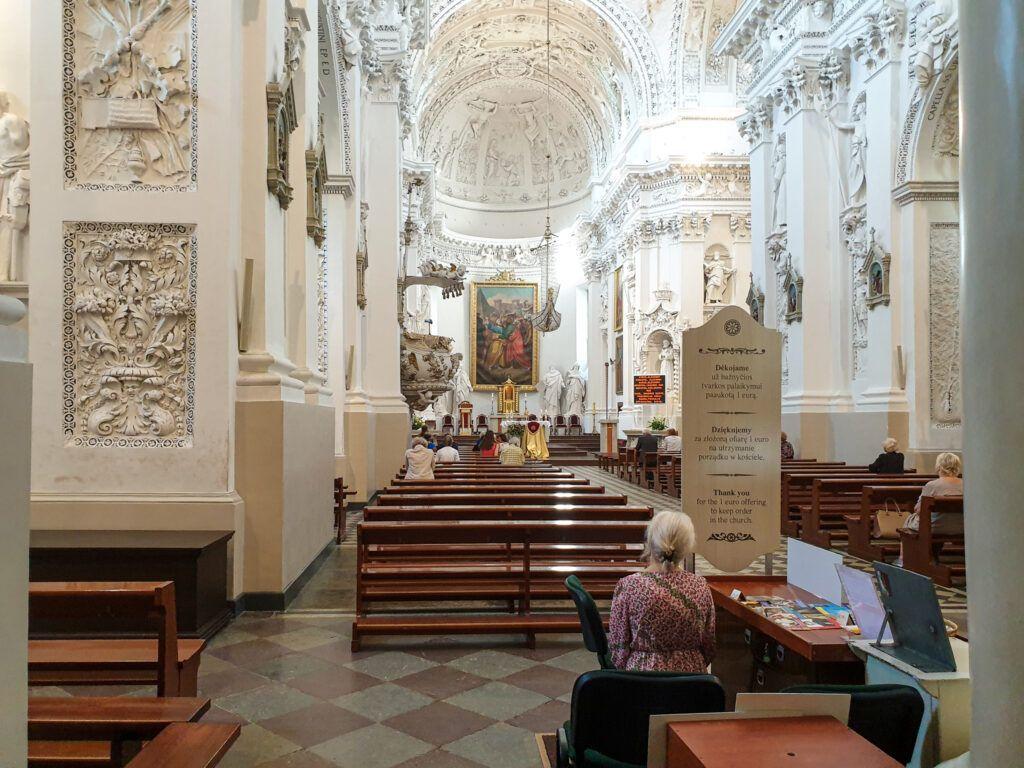 Widok na ołtarz główny
