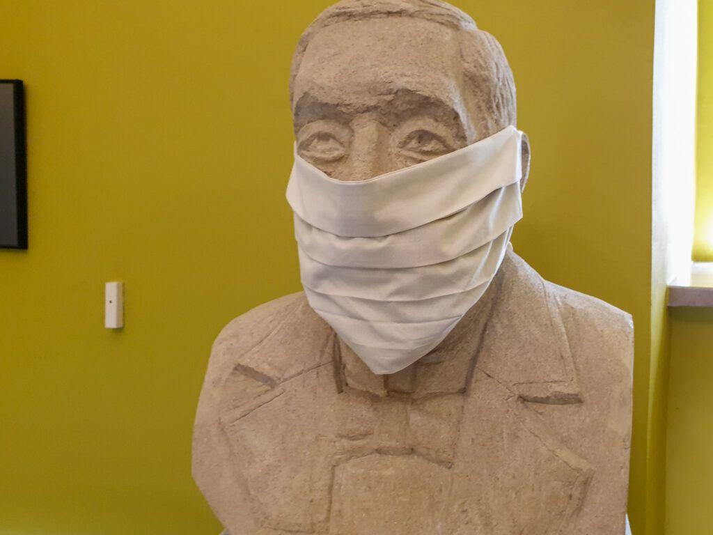 Pińczów. Sala w muzeum poświęcona Dygasińskiemu