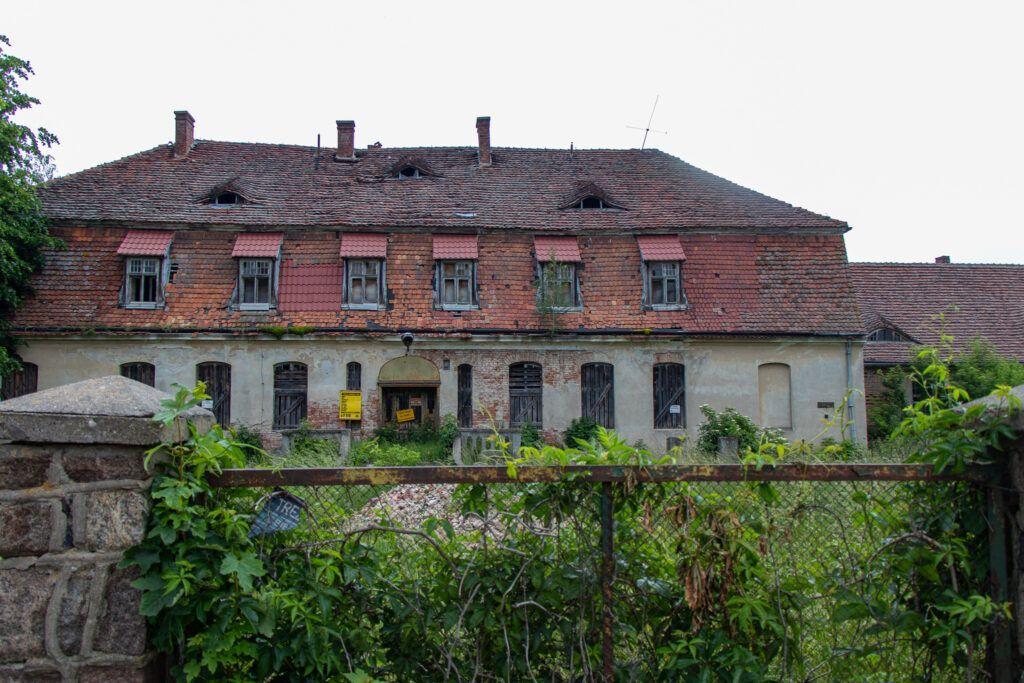 Kołbacz. Zniszczony pałac