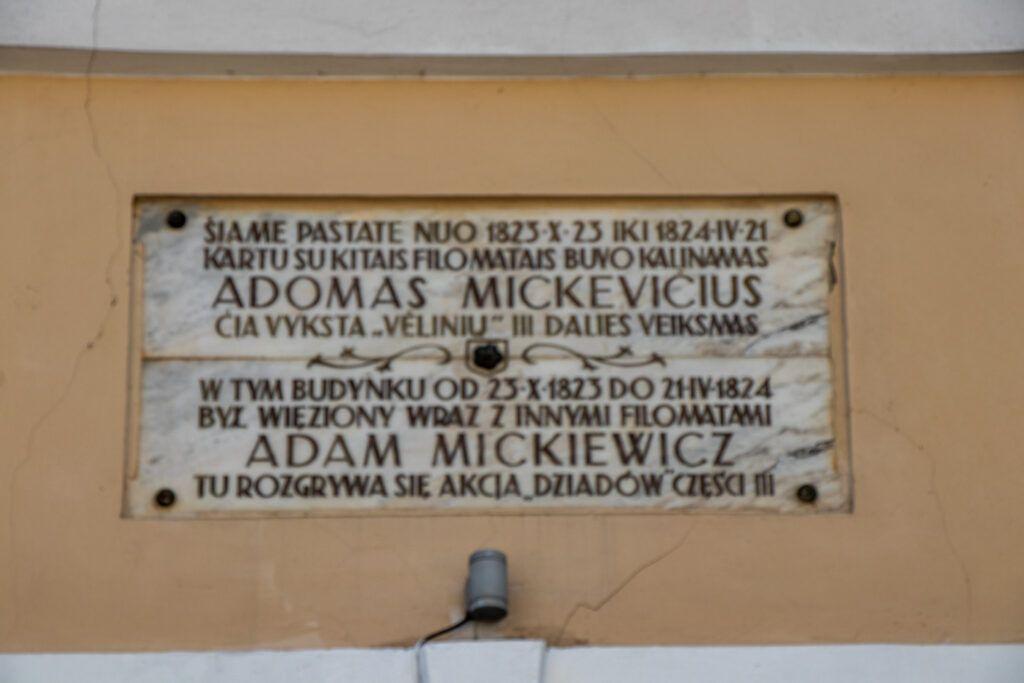 Wilno. Napis o Mickiewiczu