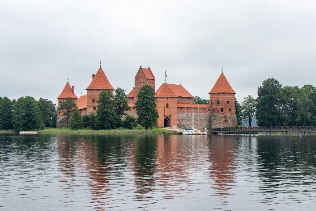 Zamek od strony jeziora