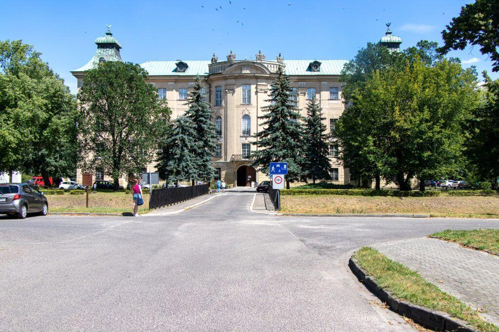 Rydzyna. Pałac od frontu