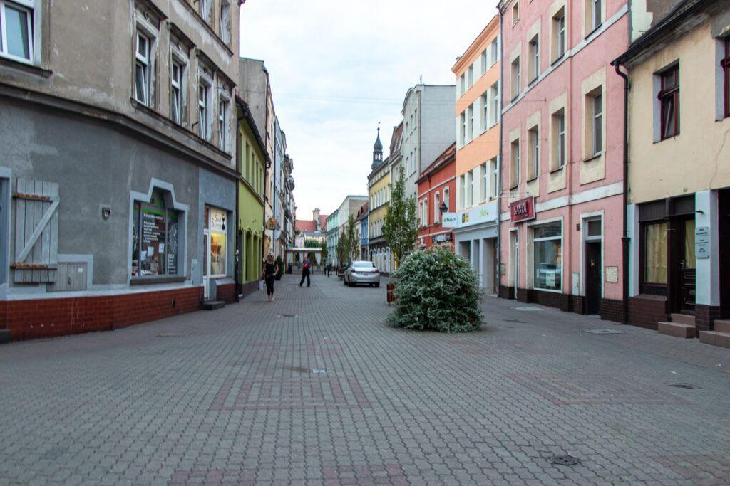 W pobliżu Rynku w Lesznie
