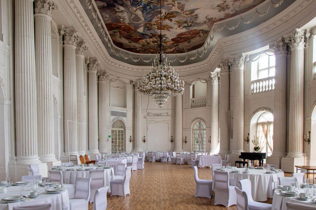 Sala balowa w pałacu w Rydzynie
