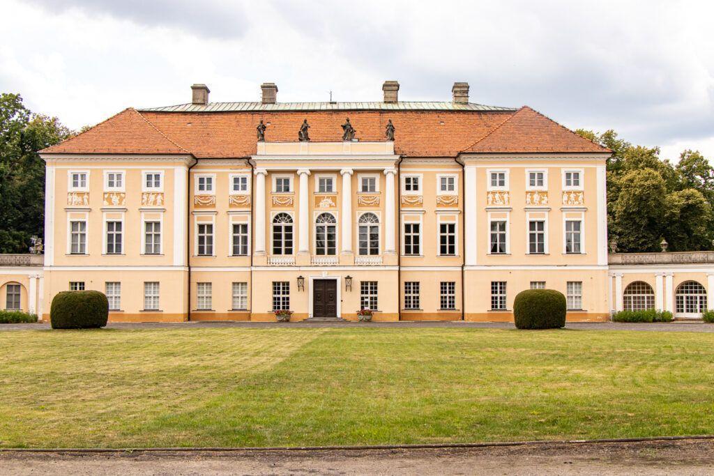 Pawłowice. Pałac od frontu
