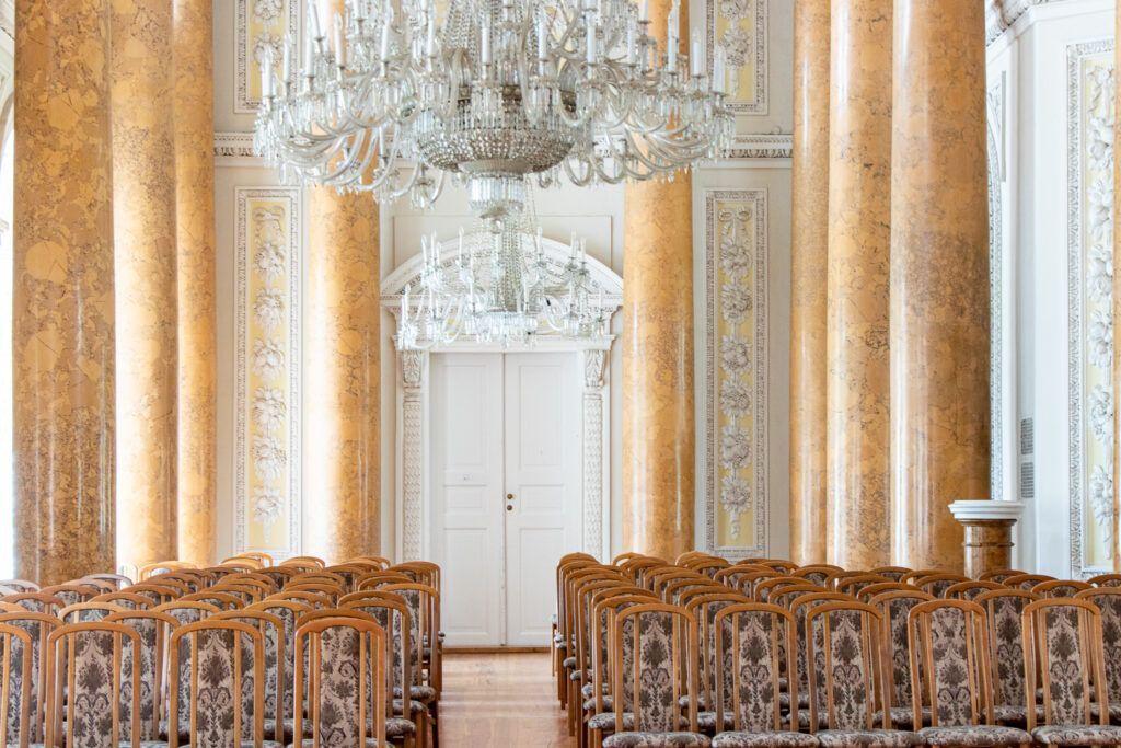 Sala kolumnowa w pałacu w Pawłowicach