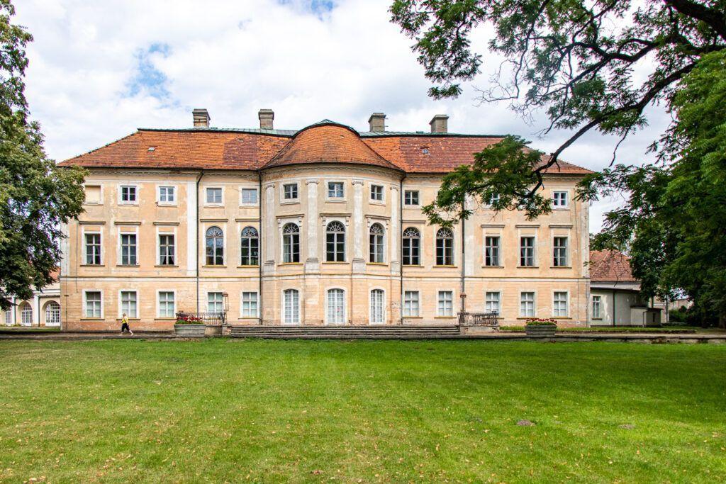 Pawłowice, pałac od strony parku