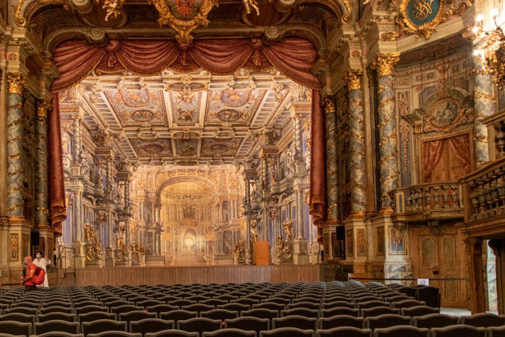 Opera Margrabiów. Scena