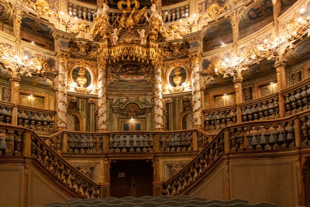 Opera Margrabiów w Bayreuth, bogate wnętrze