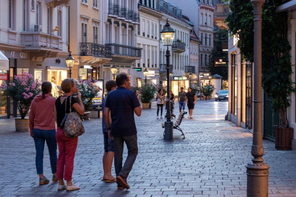 Baden-Baden. Wieczorny spacer