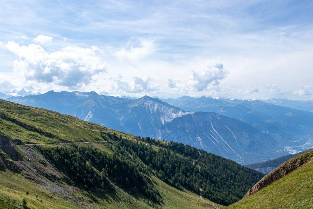 Leukerbad zejście z Torrentu . Widok na Alpy