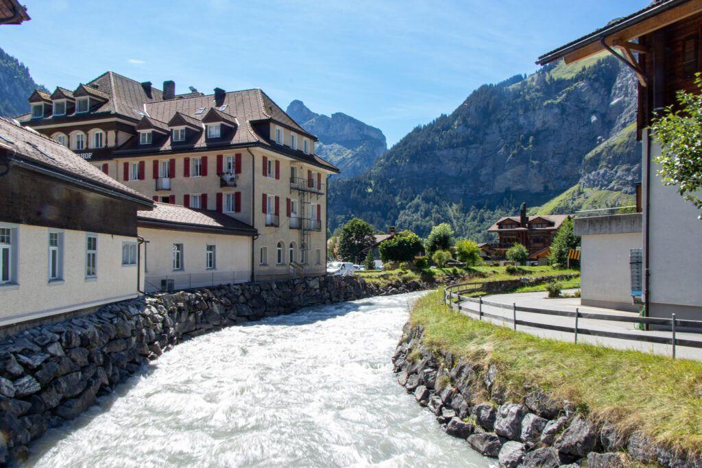 Wartko płynąca rzeka w Kandersteg