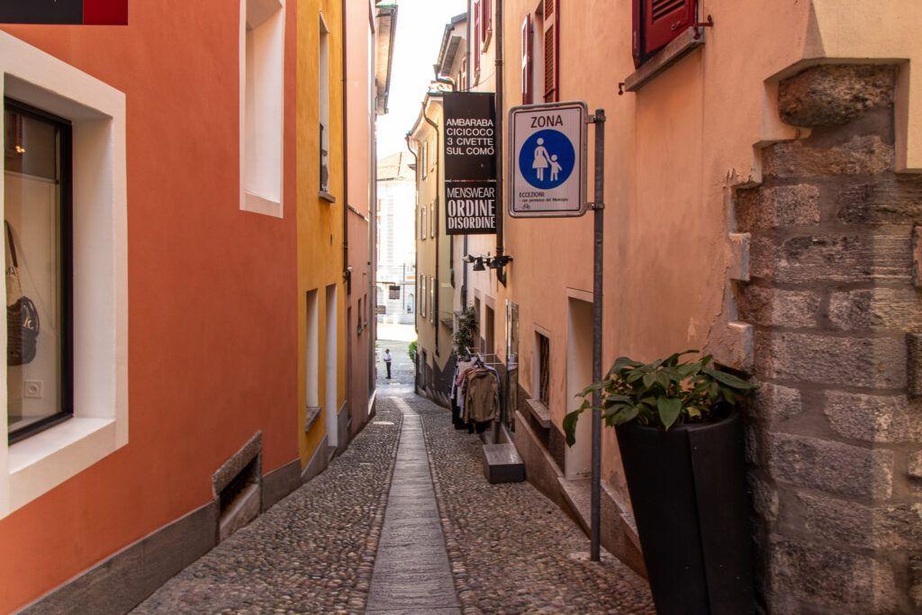 Wąska uliczka w centrum Locarno