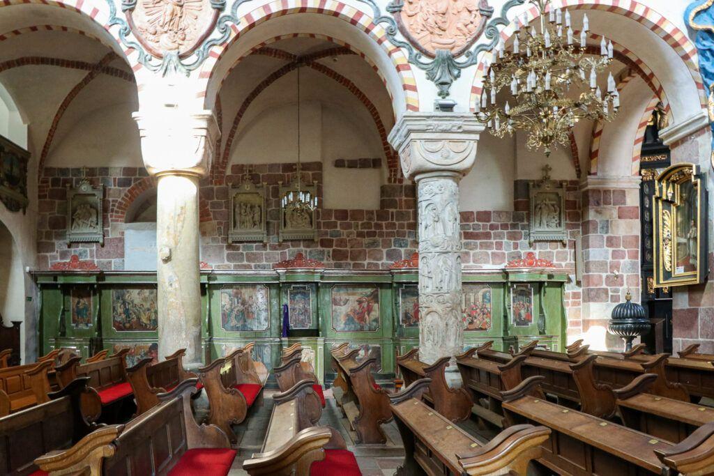 Wnętrze kościoła w Strzelnie