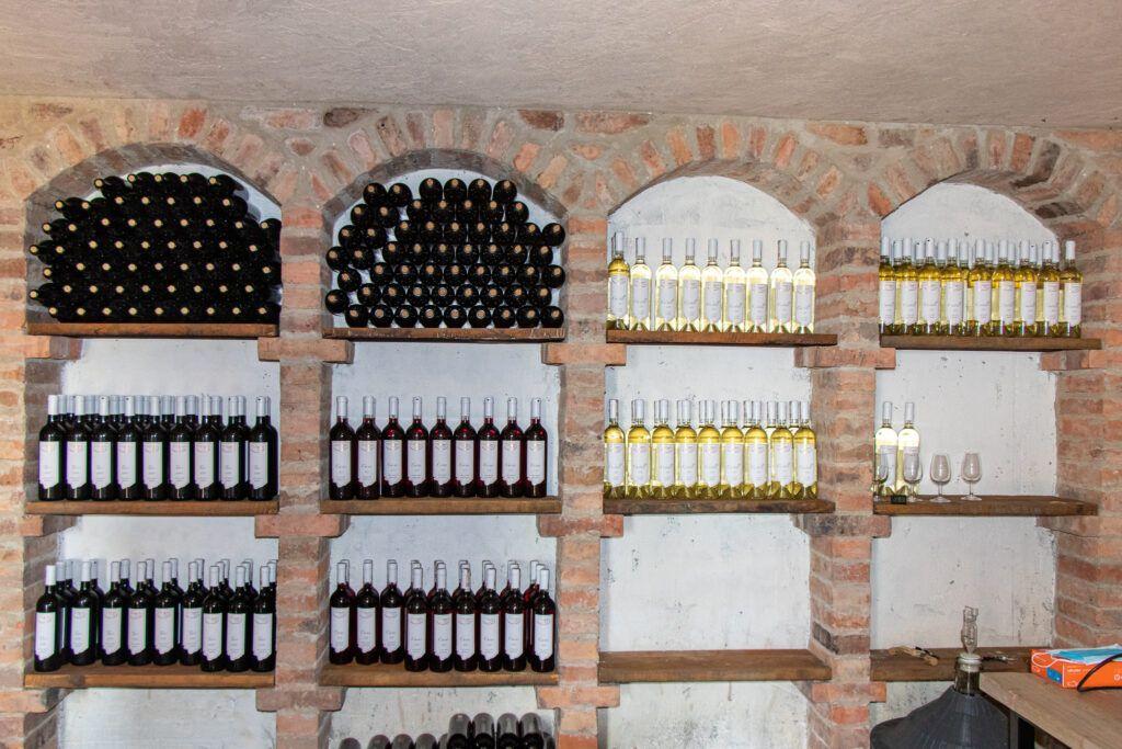 Tarczek, Raków, Rytwiany Wino w butelskach