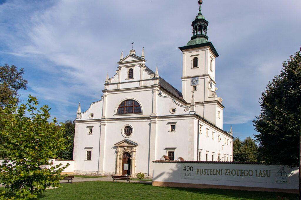 Tarczek, Raków, Rytwiany, kościół w Rytwianach