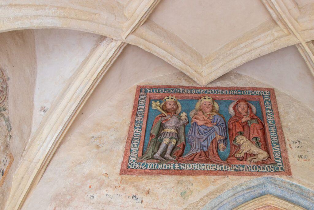 Busko-Zdrój i okolice. Tablica erekcyjna w kościele w Chotlu Czerwonym