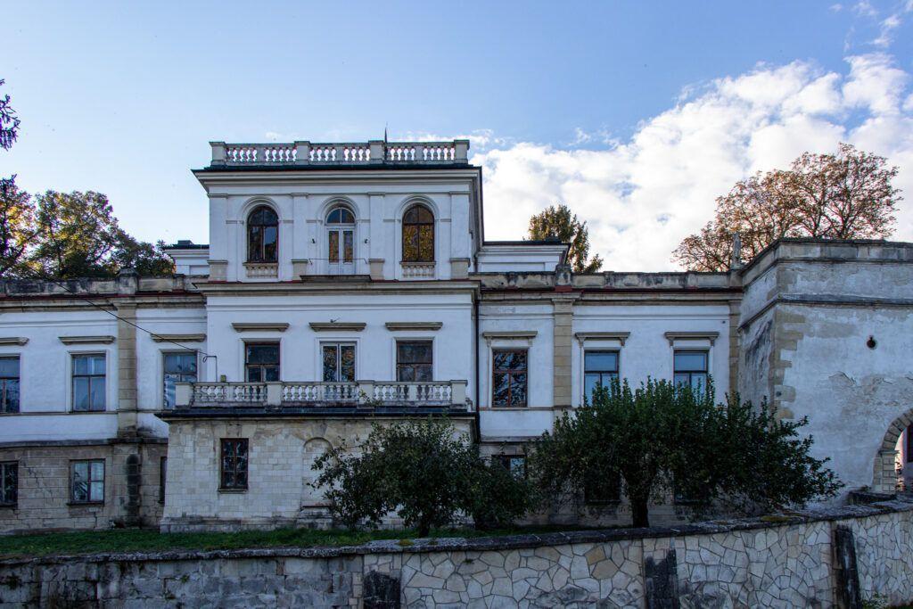 Wiślica, Bejsce i Sancygniów. Niszczejący pałac w Sancygniowie