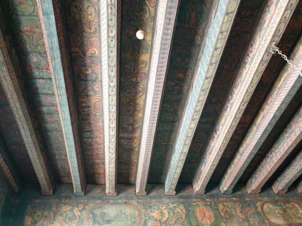 Oryginalny strop w Pałacu Biskupim