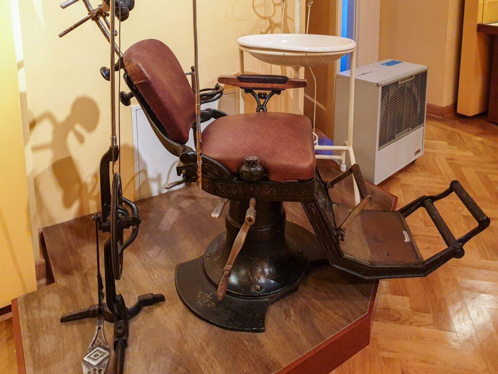 Muzeum Historii Kielc. Fotel dentystyczny