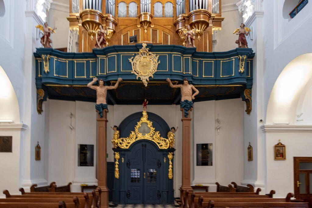 Chór w kościele