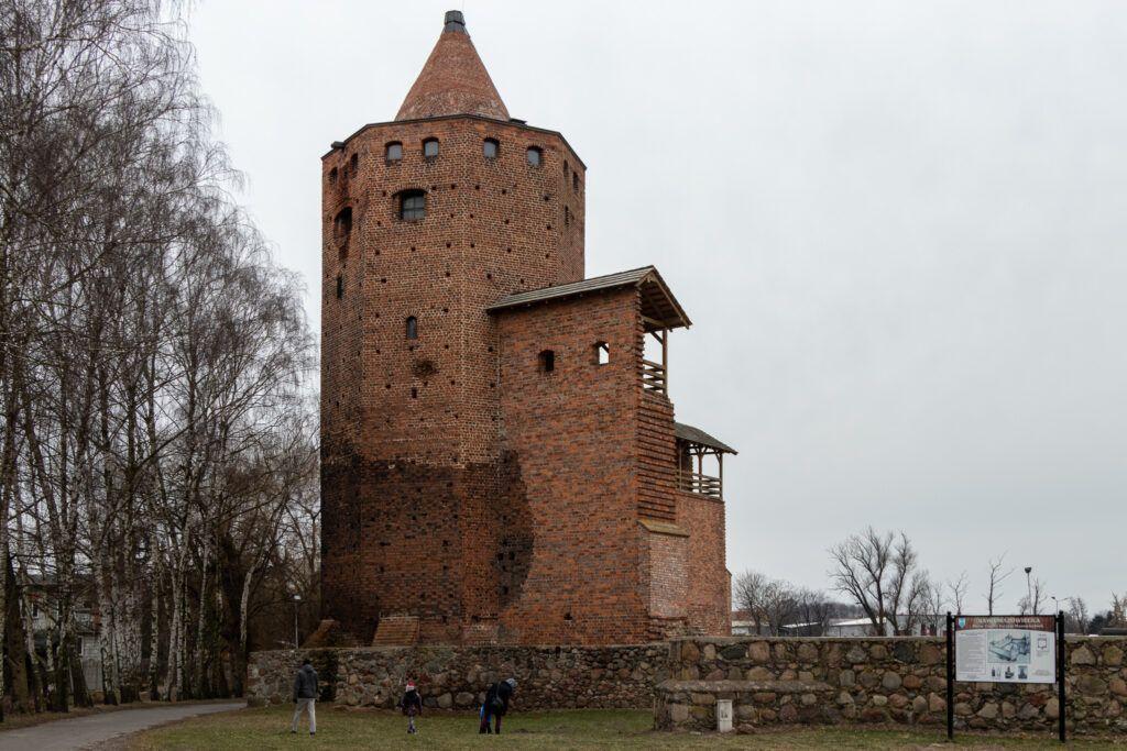 Rawa Mazowiecka. Baszta zamku z drugiej strony