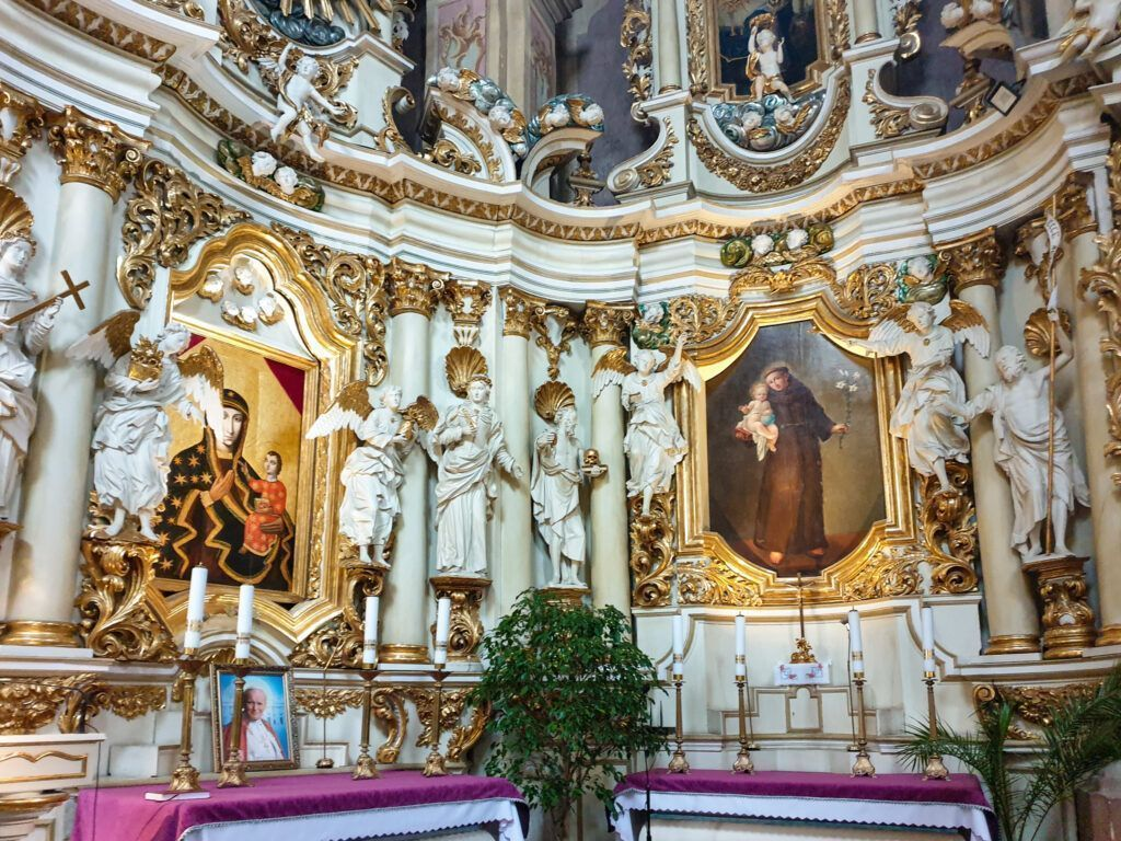 Warta i Łask. Wnętrze kościoła bernardynów