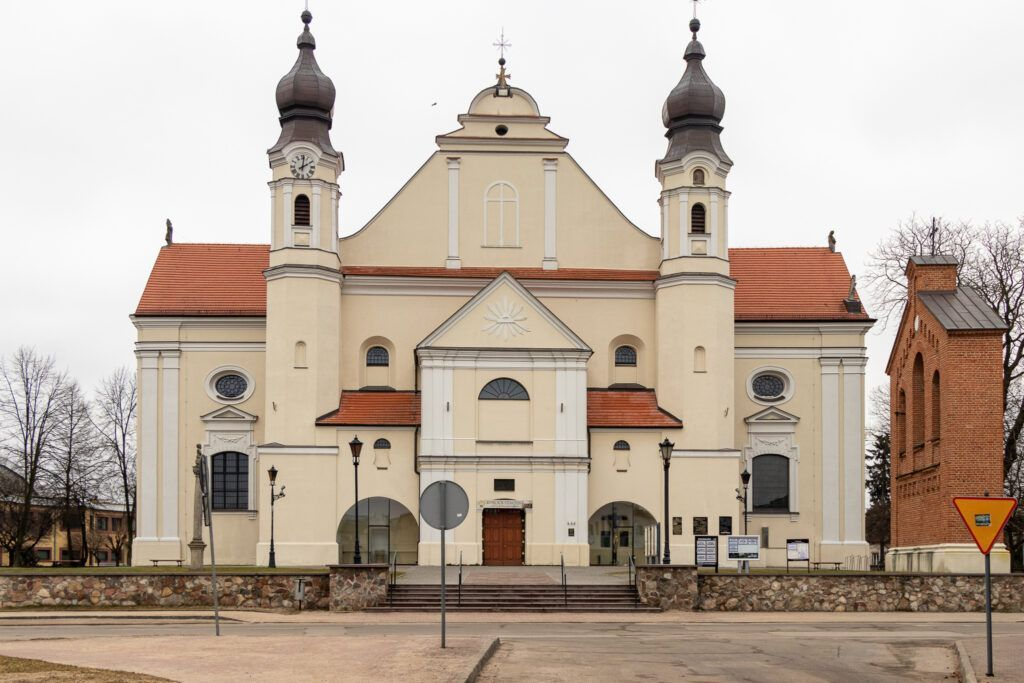 Kościół kolegiacki w Łasku