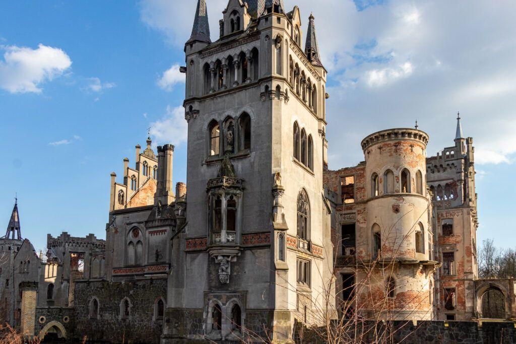 Fantastyczny wygląd pałacu w Kopicach
